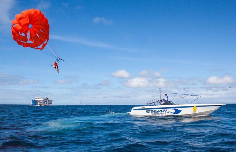 boracay-parasailing