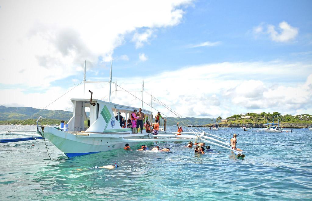 island-hopping-boracay-1