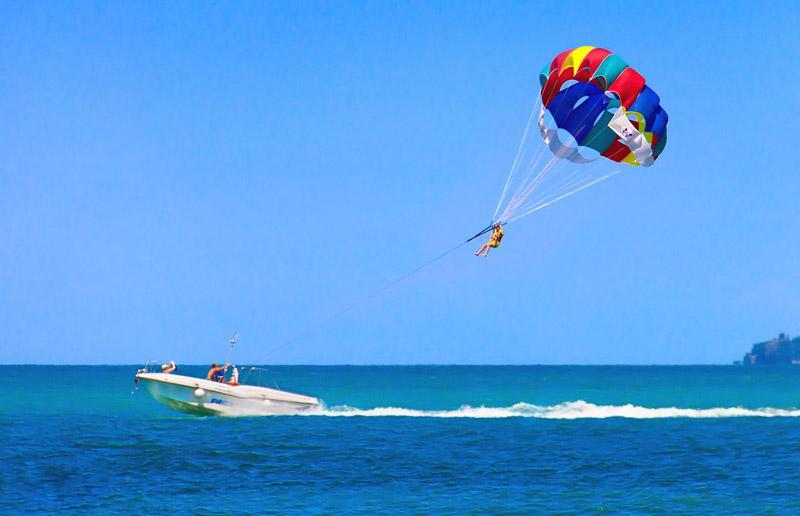 viaje-royale-parasailing