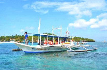 island-hopping-boracay-boat-2